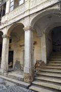 Entrance with staircase and stone columns - Staircase entrance