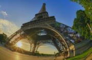 Sunrise between the legs of the Eiffel tower. - Eiffel Tower
