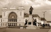 Statue in front of the train station - Statue